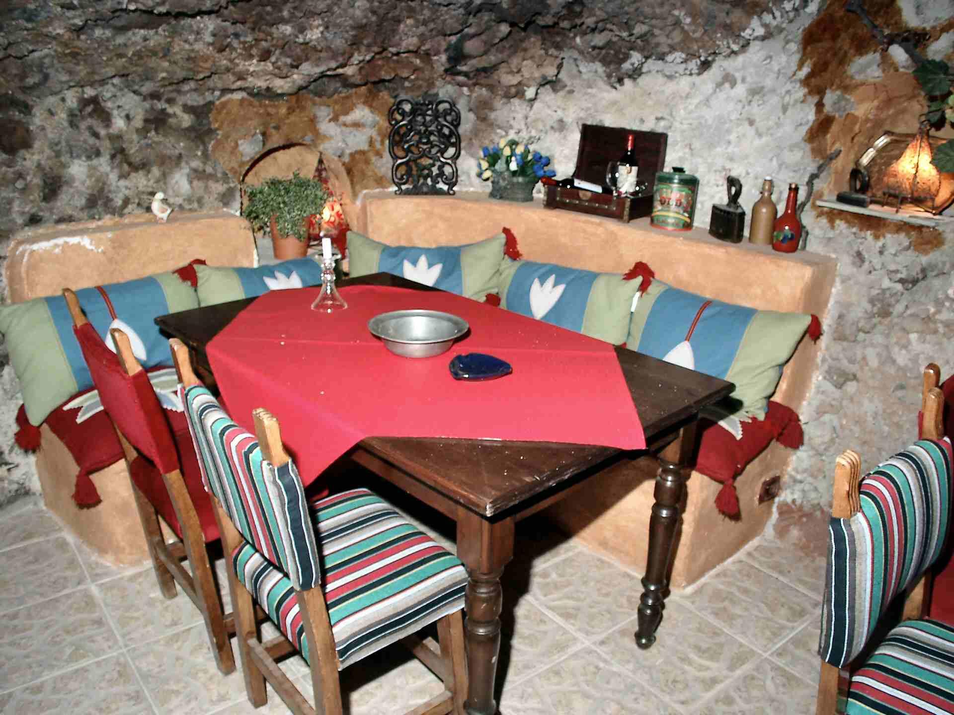 Ferienhaus-Bodega-Höhlenrestaurant